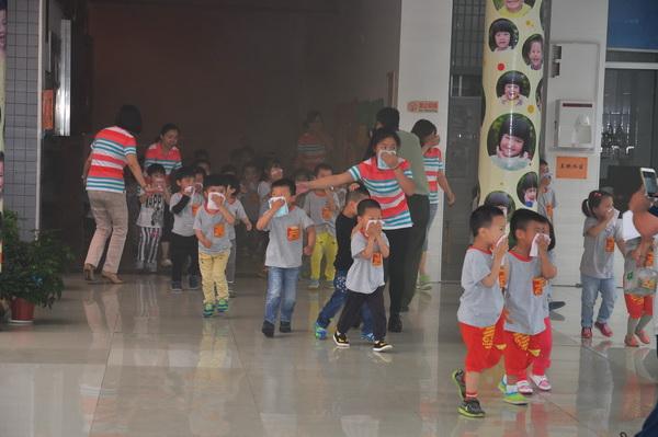 """市教育局幼儿园:消防安全演练 为""""六一""""献礼"""