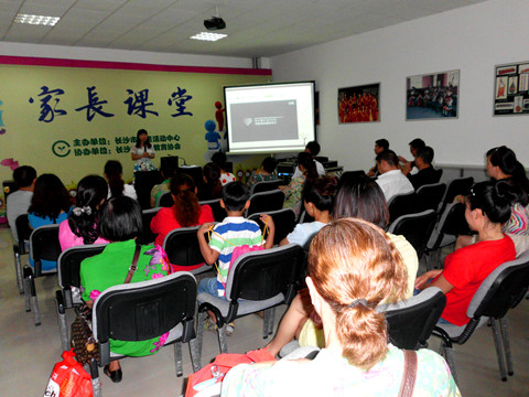 长沙市儿童活动中心家长课堂暨五色花瓣绿色项目开课