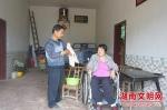 许志礼(左)。图片来源:湖南文明网 - 新浪湖南