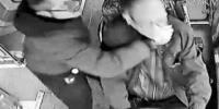 的哥坐公交 15秒内连捶公交司机18拳被刑拘 - 湖南红网