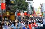 组图|国庆黄金周首日 长沙太平街迎来客流高峰 - 新浪湖南