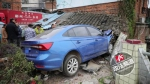 撞穿屋顶、撞断电杆 永州同天两起疲劳驾驶交通事故 - 新浪湖南
