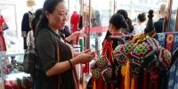 龙山县:湘西州妇联到龙山县调度巾帼脱贫就业工作 - 妇女联