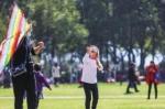 2 月 20 日,长沙,在橘子洲景区放风筝的孩子。图 / 记者张云峰 - 新浪湖南