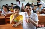 留学生走进中国乡村学校。 中南大学供图 - 新浪湖南